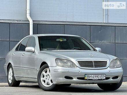 Серый Мерседес С 500, объемом двигателя 5 л и пробегом 221 тыс. км за 4700 $, фото 1 на Automoto.ua