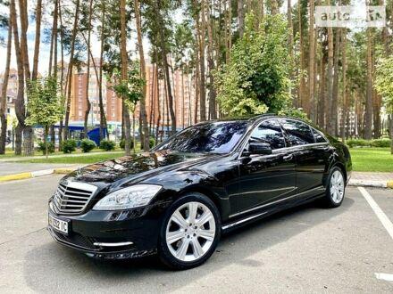 Черный Мерседес С 550, объемом двигателя 5.5 л и пробегом 146 тыс. км за 21500 $, фото 1 на Automoto.ua