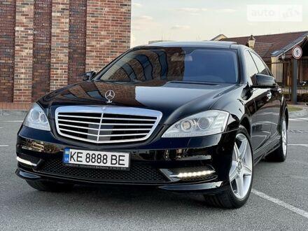 Чорний Мерседес С 550, об'ємом двигуна 4.7 л та пробігом 139 тис. км за 27800 $, фото 1 на Automoto.ua