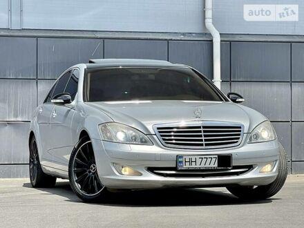 Серый Мерседес С 550, объемом двигателя 5.5 л и пробегом 177 тыс. км за 13999 $, фото 1 на Automoto.ua