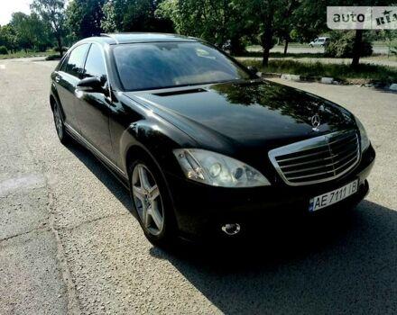 Черный Мерседес С 550, объемом двигателя 5.5 л и пробегом 170 тыс. км за 17500 $, фото 1 на Automoto.ua