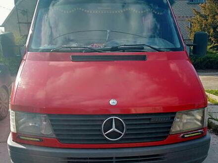 Красный Мерседес Sprinter 208 груз.-пасс., объемом двигателя 2.3 л и пробегом 100 тыс. км за 5900 $, фото 1 на Automoto.ua