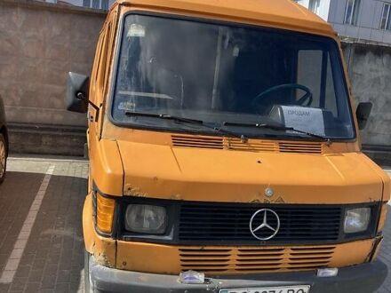 Желтый Мерседес Sprinter 208 груз.-пасс., объемом двигателя 2.3 л и пробегом 350 тыс. км за 2100 $, фото 1 на Automoto.ua