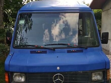 Синий Мерседес Sprinter 208 груз.-пасс., объемом двигателя 2.3 л и пробегом 400 тыс. км за 2450 $, фото 1 на Automoto.ua