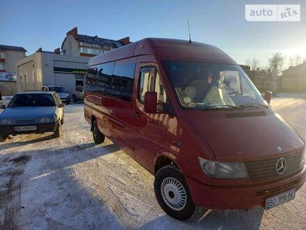 Красный Мерседес Sprinter 312 груз.-пасс., объемом двигателя 2.9 л и пробегом 462 тыс. км за 8800 $, фото 1 на Automoto.ua