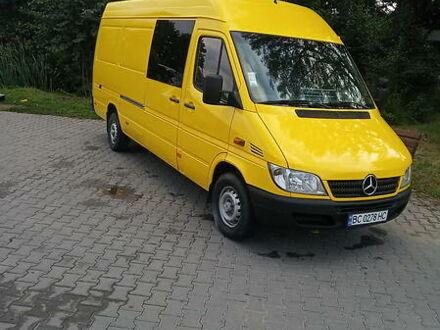 Жовтий Мерседес Sprinter 316 груз.-пасс., об'ємом двигуна 2.7 л та пробігом 523 тис. км за 13350 $, фото 1 на Automoto.ua