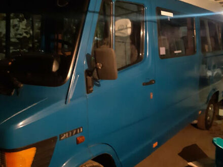 Синій Мерседес T1 207 пасс, об'ємом двигуна 2.4 л та пробігом 300 тис. км за 3500 $, фото 1 на Automoto.ua