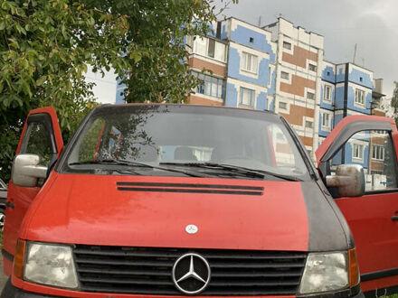 Красный Мерседес Vito 108, объемом двигателя 2.1 л и пробегом 394 тыс. км за 4900 $, фото 1 на Automoto.ua