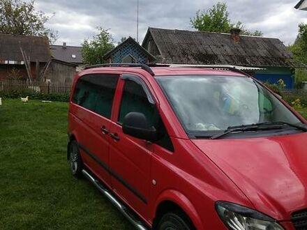 Красный Мерседес Vito 109, объемом двигателя 2.2 л и пробегом 470 тыс. км за 6500 $, фото 1 на Automoto.ua