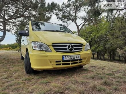 Желтый Мерседес Vito 113, объемом двигателя 2.1 л и пробегом 212 тыс. км за 13200 $, фото 1 на Automoto.ua
