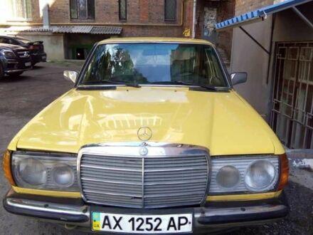 Жовтий Мерседес В123, об'ємом двигуна 2.4 л та пробігом 70 тис. км за 2400 $, фото 1 на Automoto.ua