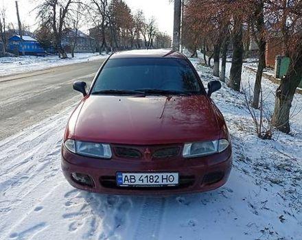Красный Мицубиси Харизма, объемом двигателя 1.9 л и пробегом 320 тыс. км за 2800 $, фото 1 на Automoto.ua