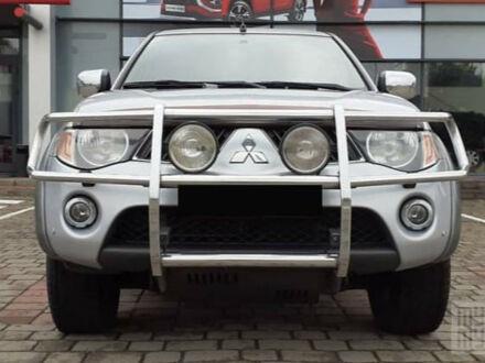 Серый Мицубиси Л 200, объемом двигателя 2.4 л и пробегом 189 тыс. км за 13300 $, фото 1 на Automoto.ua