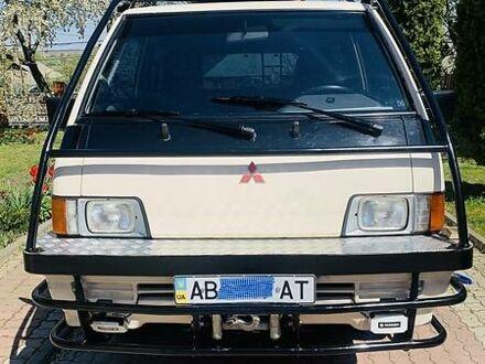 Белый Мицубиси Л 300 пасс., объемом двигателя 2.4 л и пробегом 43 тыс. км за 13738 $, фото 1 на Automoto.ua