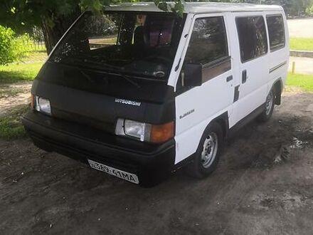 Білий Міцубісі L 300 пасс., об'ємом двигуна 2.5 л та пробігом 300 тис. км за 2500 $, фото 1 на Automoto.ua