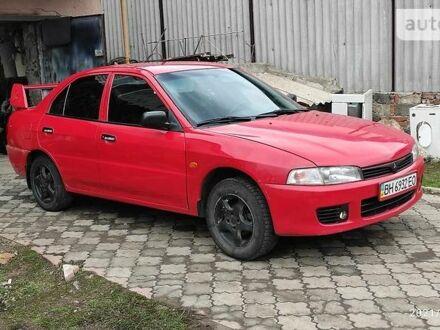 Красный Мицубиси Лансер, объемом двигателя 1.3 л и пробегом 180 тыс. км за 3500 $, фото 1 на Automoto.ua