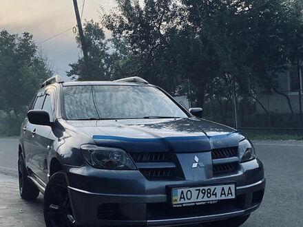Серый Мицубиси Аутлендер, объемом двигателя 2 л и пробегом 225 тыс. км за 7800 $, фото 1 на Automoto.ua