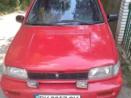 Червоний Міцубісі Спейс Раннер, об'ємом двигуна 1.8 л та пробігом 350 тис. км за 2500 $, фото 1 на Automoto.ua
