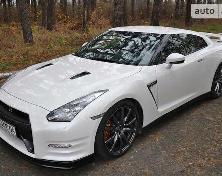 Белый Ниссан ГТ-Р, объемом двигателя 3.8 л и пробегом 59 тыс. км за 70000 $, фото 1 на Automoto.ua