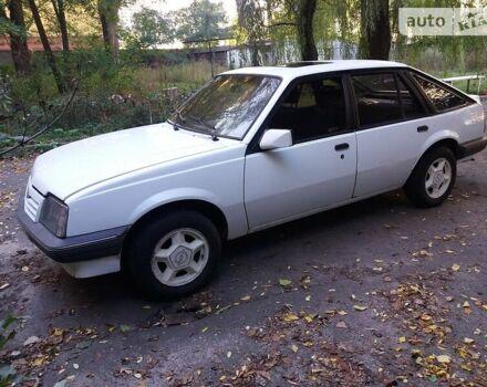 Белый Опель Аскона, объемом двигателя 1.6 л и пробегом 200 тыс. км за 999 $, фото 1 на Automoto.ua