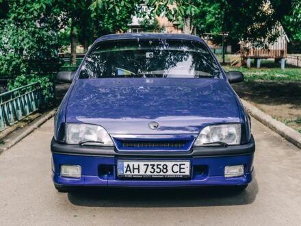 Синий Опель Омега, объемом двигателя 2 л и пробегом 77 тыс. км за 2700 $, фото 1 на Automoto.ua