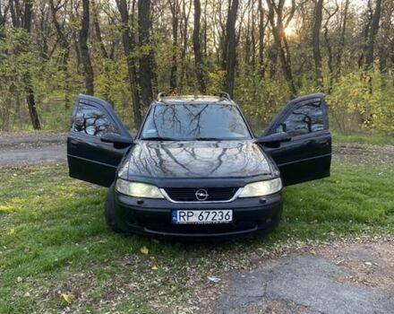 Чорний Опель Вектра, об'ємом двигуна 2 л та пробігом 300 тис. км за 1999 $, фото 1 на Automoto.ua