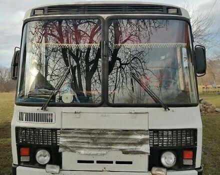 Белый ПАЗ 3205, объемом двигателя 4 л и пробегом 500 тыс. км за 4600 $, фото 1 на Automoto.ua