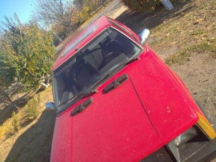 Красный Рено 9, объемом двигателя 1.4 л и пробегом 80 тыс. км за 1119 $, фото 1 на Automoto.ua