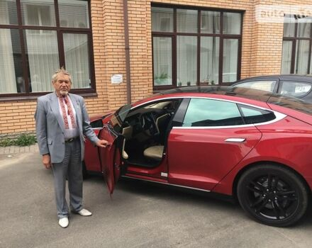 Красный Тесла Модель С, объемом двигателя 0 л и пробегом 21 тыс. км за 61000 $, фото 1 на Automoto.ua