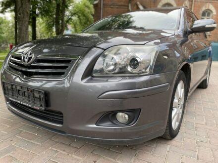 Серый Тойота Авенсис, объемом двигателя 2 л и пробегом 210 тыс. км за 8100 $, фото 1 на Automoto.ua