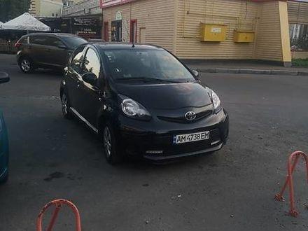 Черный Тойота Айго, объемом двигателя 1 л и пробегом 85 тыс. км за 5900 $, фото 1 на Automoto.ua