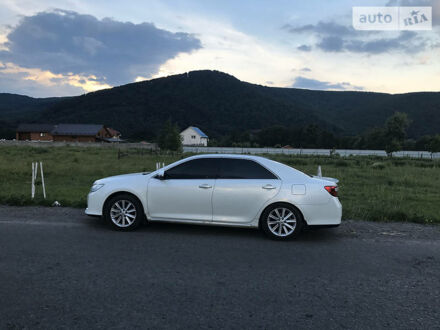 Белый Тойота Камри, объемом двигателя 2.5 л и пробегом 104 тыс. км за 17800 $, фото 1 на Automoto.ua