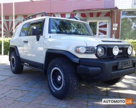 Белый Тойота ФЖ Крузер, объемом двигателя 4 л и пробегом 120 тыс. км за 33000 $, фото 1 на Automoto.ua
