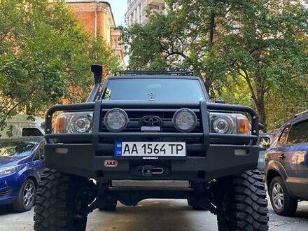 Серый Тойота Ленд Крузер 76, объемом двигателя 4.2 л и пробегом 100 тыс. км за 80000 $, фото 1 на Automoto.ua