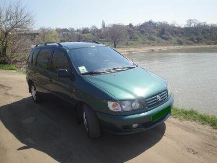 Зеленый Тойота Пикник, объемом двигателя 2.2 л и пробегом 202 тыс. км за 4106 $, фото 1 на Automoto.ua
