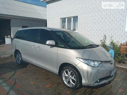 Серый Тойота Превиа, объемом двигателя 2.4 л и пробегом 230 тыс. км за 11700 $, фото 1 на Automoto.ua