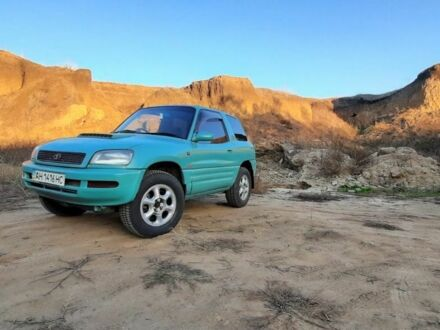 Зеленый Тойота РАВ 4, объемом двигателя 2 л и пробегом 235 тыс. км за 3300 $, фото 1 на Automoto.ua