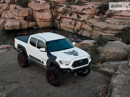 Белый Тойота Такома, объемом двигателя 3.5 л и пробегом 25 тыс. км за 64999 $, фото 1 на Automoto.ua