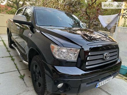 Черный Тойота Тундра, объемом двигателя 5.7 л и пробегом 185 тыс. км за 25500 $, фото 1 на Automoto.ua