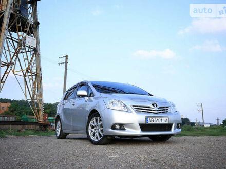Серый Тойота Версо, объемом двигателя 2.2 л и пробегом 215 тыс. км за 11000 $, фото 1 на Automoto.ua