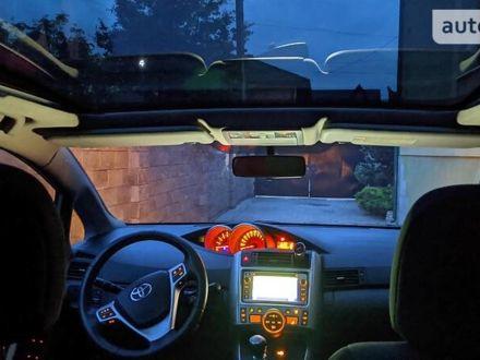 Серый Тойота Версо, объемом двигателя 2 л и пробегом 219 тыс. км за 10499 $, фото 1 на Automoto.ua