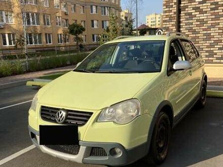 Зеленый Фольксваген Кросс Поло, объемом двигателя 0 л и пробегом 184 тыс. км за 8500 $, фото 1 на Automoto.ua