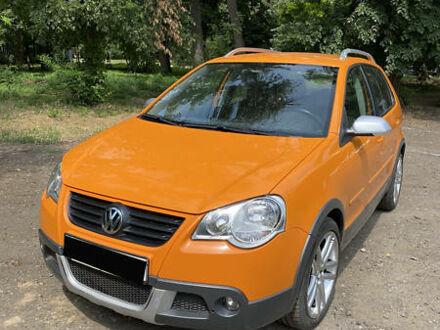Оранжевый Фольксваген Кросс Поло, объемом двигателя 1.4 л и пробегом 120 тыс. км за 8999 $, фото 1 на Automoto.ua