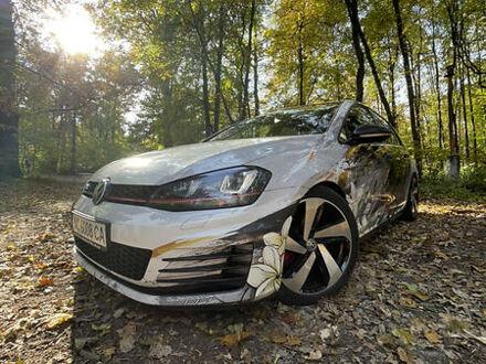 Білий Фольксваген Гольф ГТІ, об'ємом двигуна 2 л та пробігом 135 тис. км за 17500 $, фото 1 на Automoto.ua
