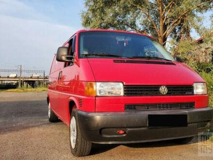 Красный Фольксваген Т4 (Транспортер), объемом двигателя 2.5 л и пробегом 399 тыс. км за 6100 $, фото 1 на Automoto.ua