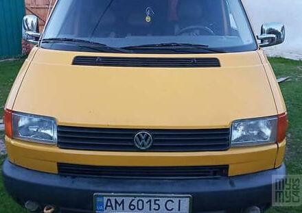 Желтый Фольксваген Т4 (Транспортер), объемом двигателя 1.9 л и пробегом 406 тыс. км за 5600 $, фото 1 на Automoto.ua