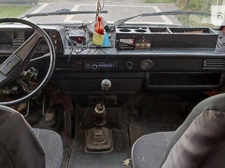 Красный Фольксваген T3 (Transporter) пасс., объемом двигателя 1.9 л и пробегом 350 тыс. км за 1500 $, фото 1 на Automoto.ua