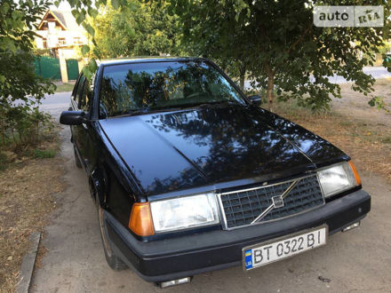 Черный Вольво 440, объемом двигателя 1.7 л и пробегом 320 тыс. км за 2100 $, фото 1 на Automoto.ua