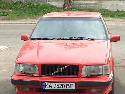 Красный Вольво 850, объемом двигателя 2.5 л и пробегом 201 тыс. км за 3950 $, фото 1 на Automoto.ua