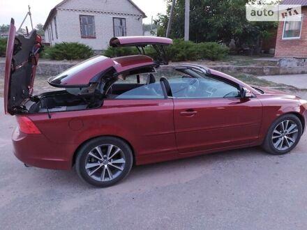 Красный Вольво Ц70, объемом двигателя 2.5 л и пробегом 227 тыс. км за 11900 $, фото 1 на Automoto.ua